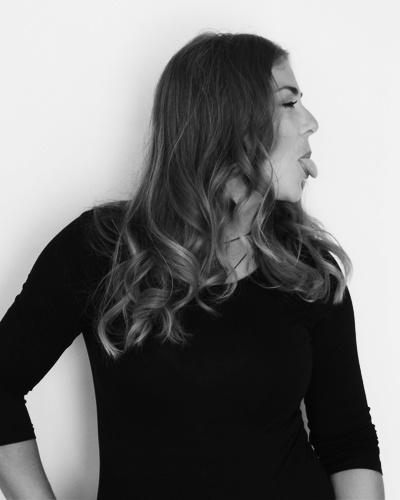 About Pistacho Studio. Adela MAria Flore es una diseñadora gráfica y letrista