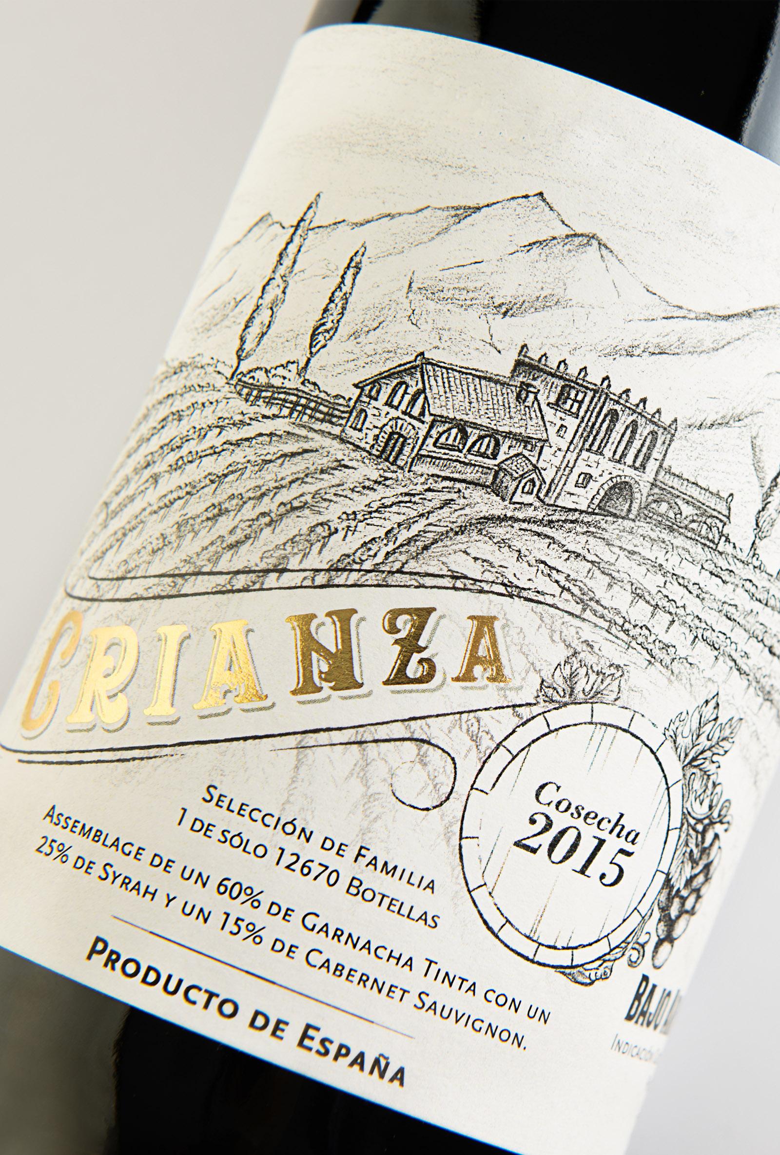Vino Crianza, Diseño de etiqueta de vino tinto, etiqueta co stamping dorado, dibujo a carboncillo